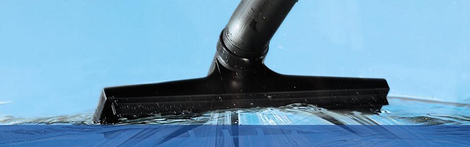 Verstopftes Klo mit Wassersauger befreien